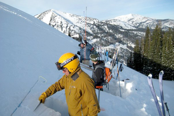 american_avalanche_institute_01, jackson hole avalanche classes, course, avalanche 1,