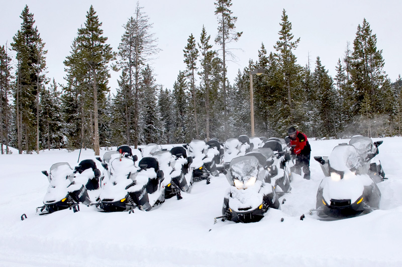 yellowstone_snowmobile_23, snowmobiling yellowstone national park winter, rocky mountain snowmobile tours,