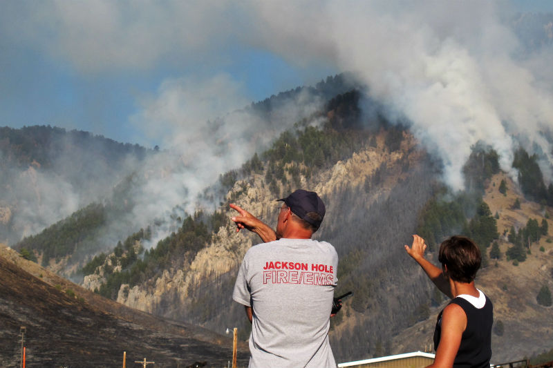 fire_fighter_pointing jackson hole #jacksonhole little horse thief fire the moutnain pulse wyoming bridger-Teton national forest fire snow king resort